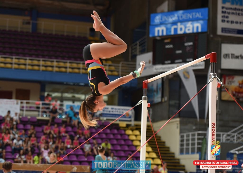 Clara medina se proclama campeona de espa a en salto en for Deportes de gimnasia
