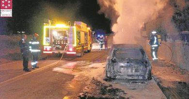 Un pirómano incendia dos coches aparcados en la calle el jueves por la noche en Benicàssim