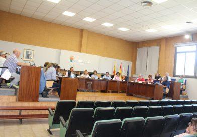 Los partidos de la oposición critican que Benicàssim «pagará dos alcaldesas»