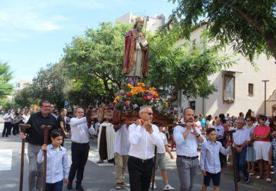 Los benicenses rinden honor al patrón de la iglesia, Santo Tomás