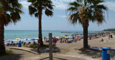 Benicàssim estudia ampliar los chiringuitos de playa a la zona sur