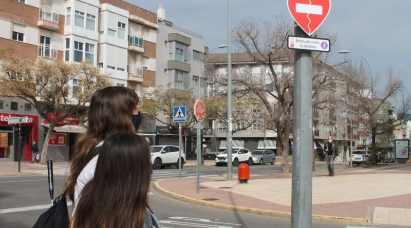 Benicàssim instala señales contra la violencia de género